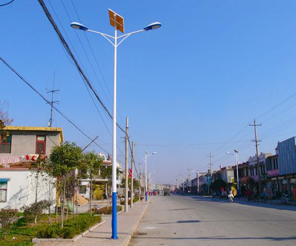 西安临潼茨林村:骊山上的贫困村脱贫了,安装200多盏太阳能足球直播吧006直播